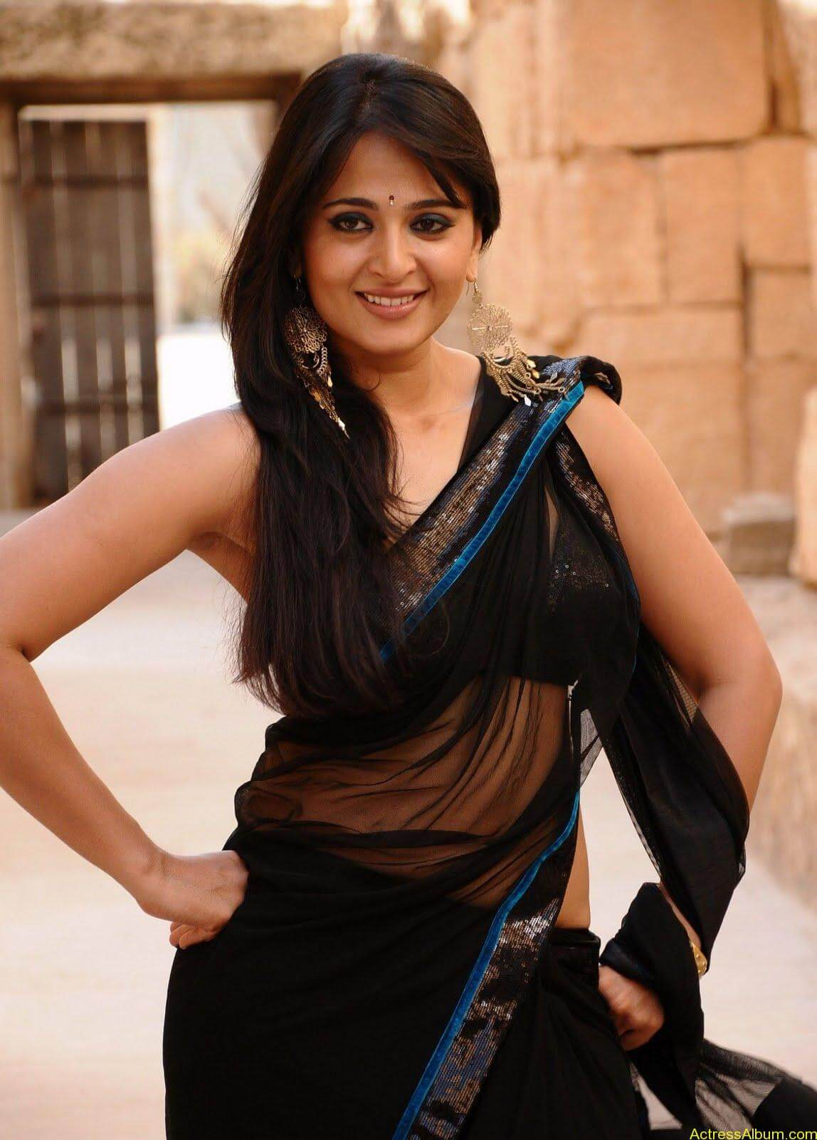 Anushka Shetty In Black Saree4