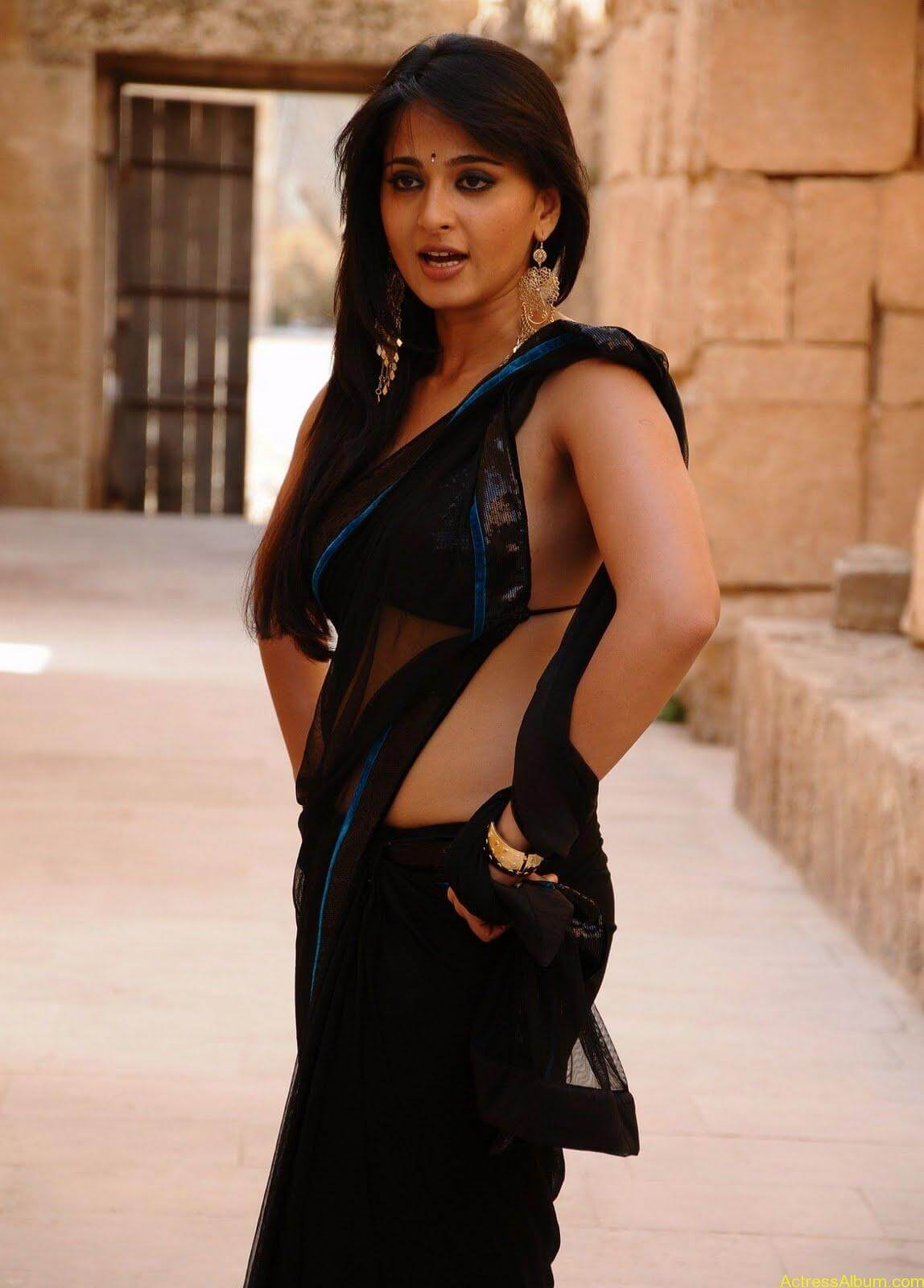 Anushka Shetty In Black Saree7