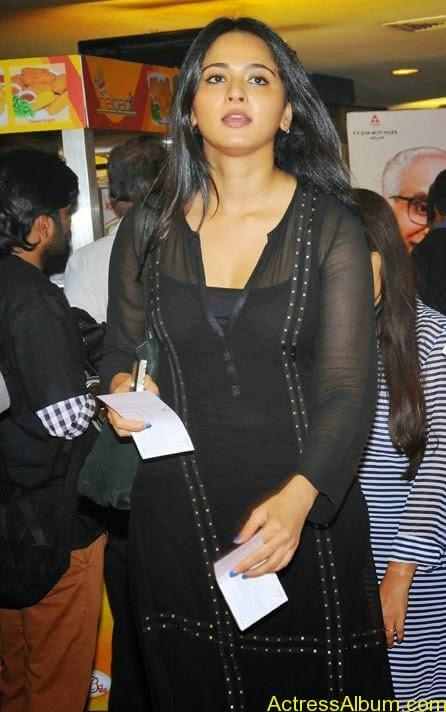 Anushka Shetty in Manam premieres at Prasads multiplex