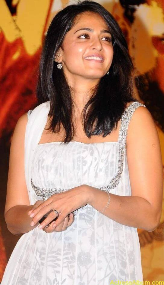 Anushka_White_Hot_Stills 5