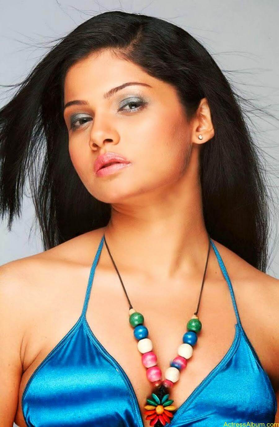 Anuya Hot In Bikini (5)
