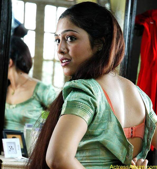 bharathi-hot-blouse-back-photos