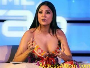 Bollywood-Actress-Lara-DuttaDeep Boobs Showing 012