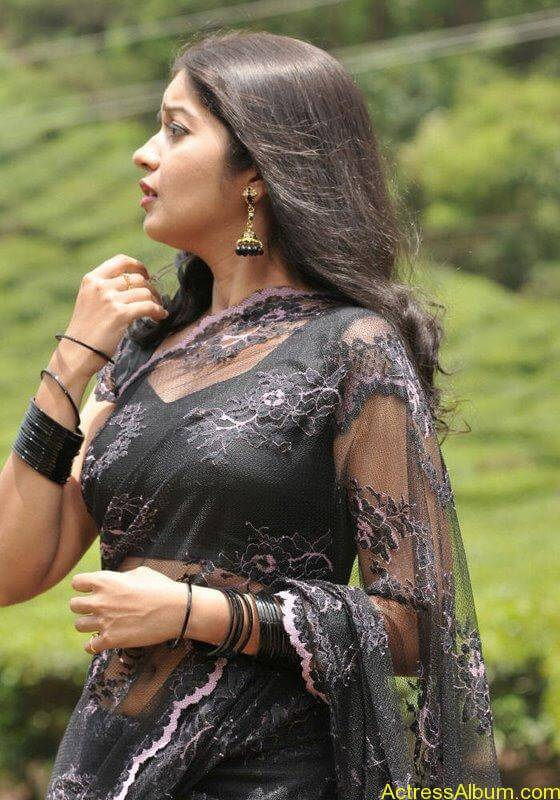 Colors Swathi hot and sexy in black saree3