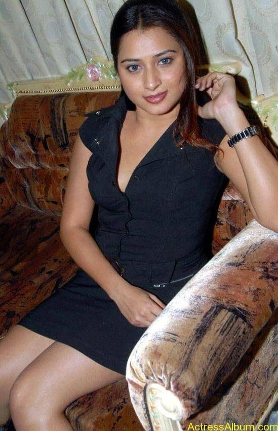 Farah_Khan_Hot_Black_Dress_Stills8