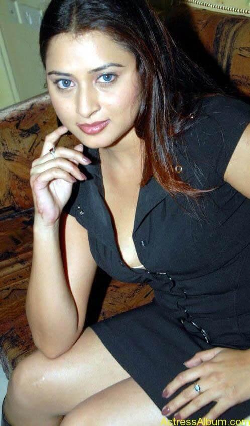 Farah_Khan_Hot_Black_DressStills_6
