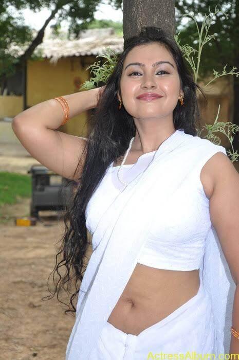 Hot-Tamil-Actress-in-White-Sleeveless-Saree-Blouse-Photos-Sathyasai-Movies-Stills-16