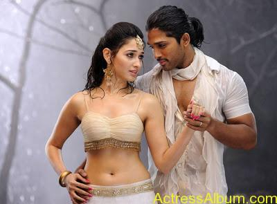 Hot Wet Navel Show By Tamanna in White Saree and Sleeveless Blouse2