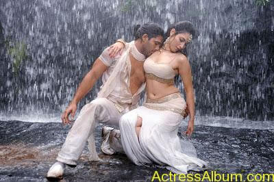 Hot Wet Navel Show By Tamanna in White Saree and Sleeveless Blouse3