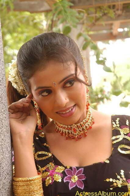 hq-tamil-actress-tejashree-hot-blouse-stills0
