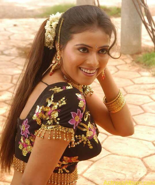 hq-tamil-actress-tejashree-hot-blouse-stills_12