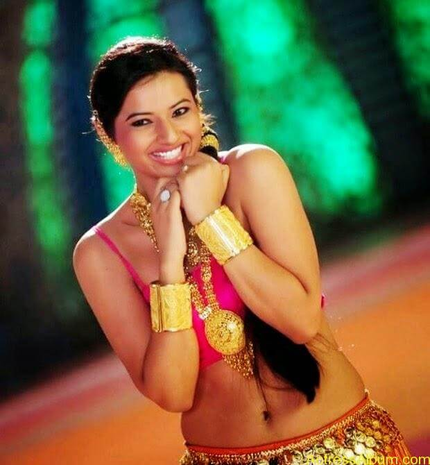 Isha Chawla Navel Show In Item Song Latest Photos4