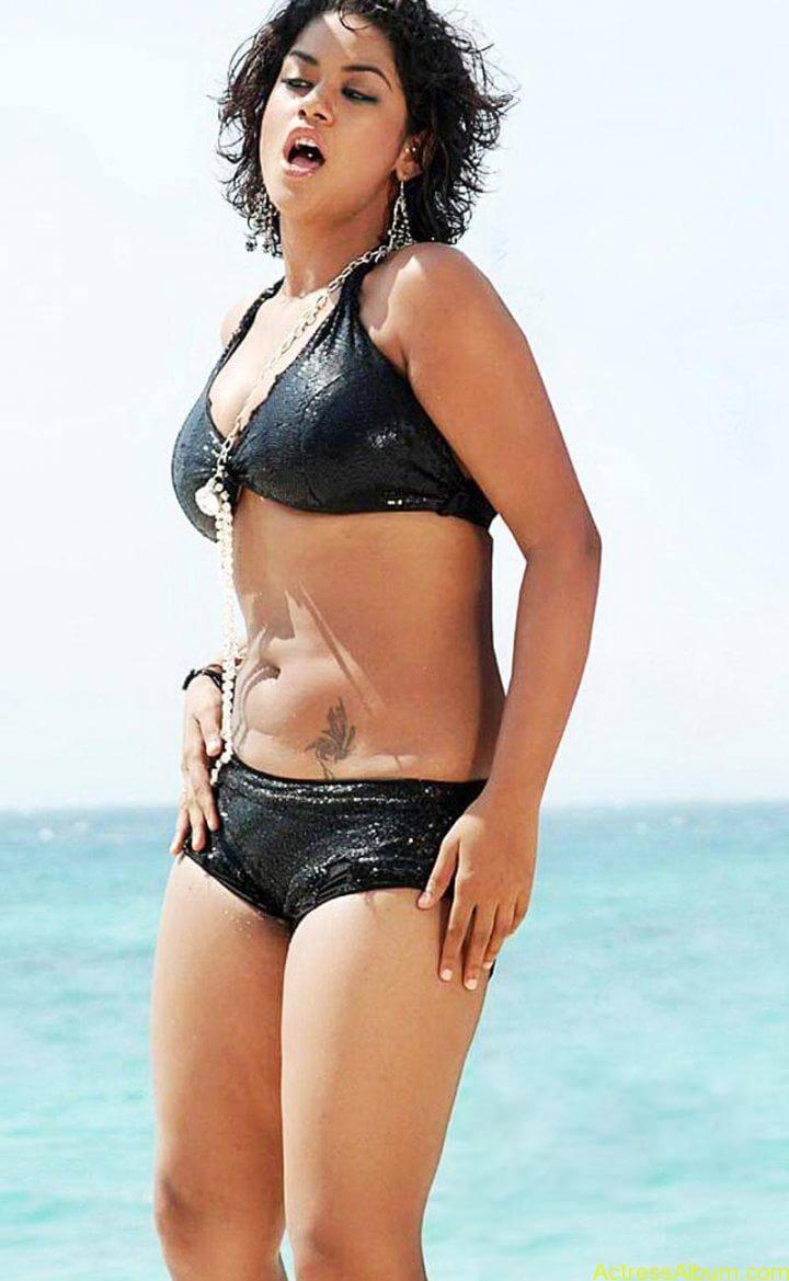 item-dancer-mumaith-khan-bikini-pictures-