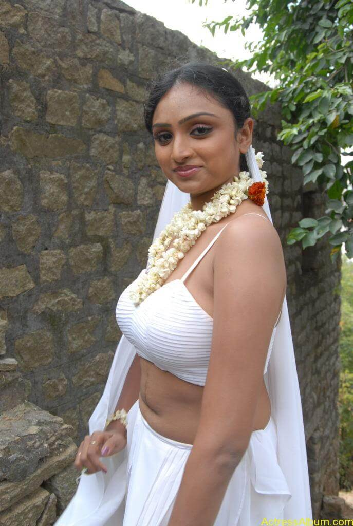 Item Girl Vahida Hot exposing stills2