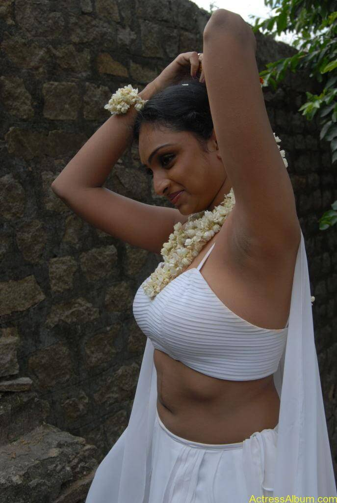 Tamil Actress Waheeda Hot Cleavage Show Photo Shoot -4933