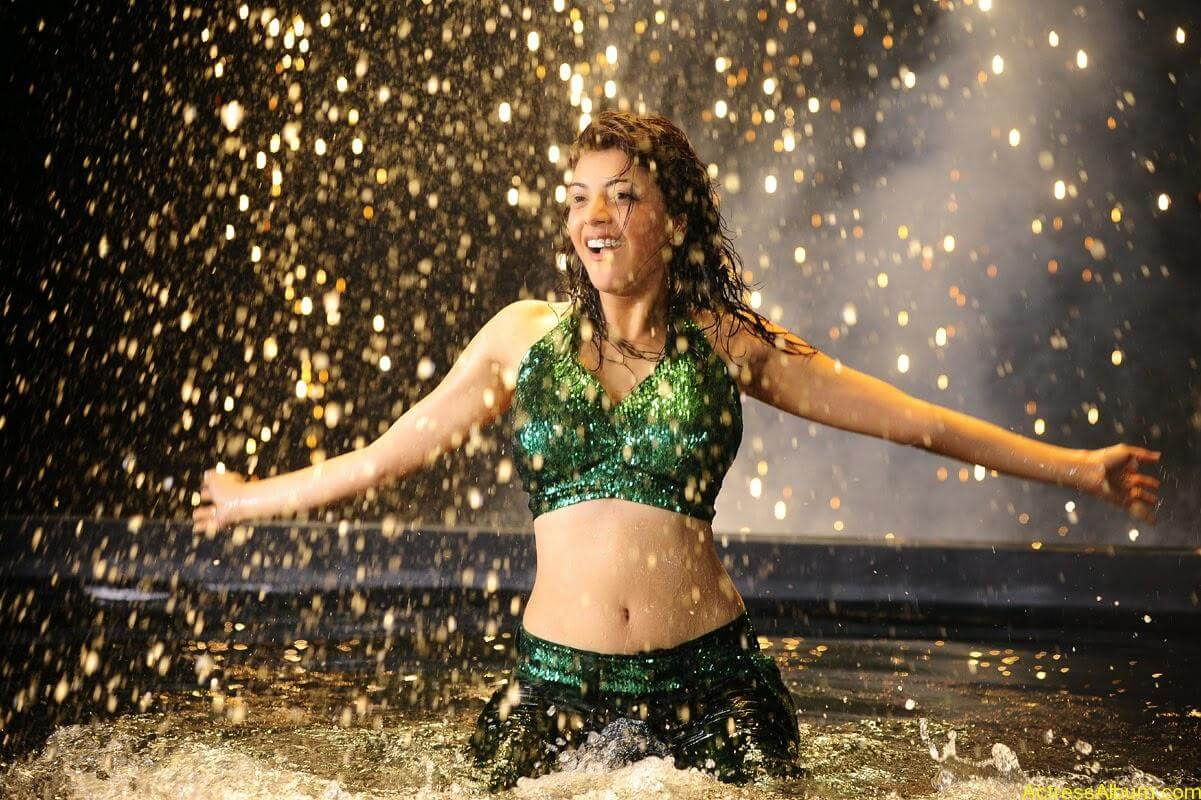 Kajal Agarwal Hot Navel Show In Green Wet Dress Pictures2
