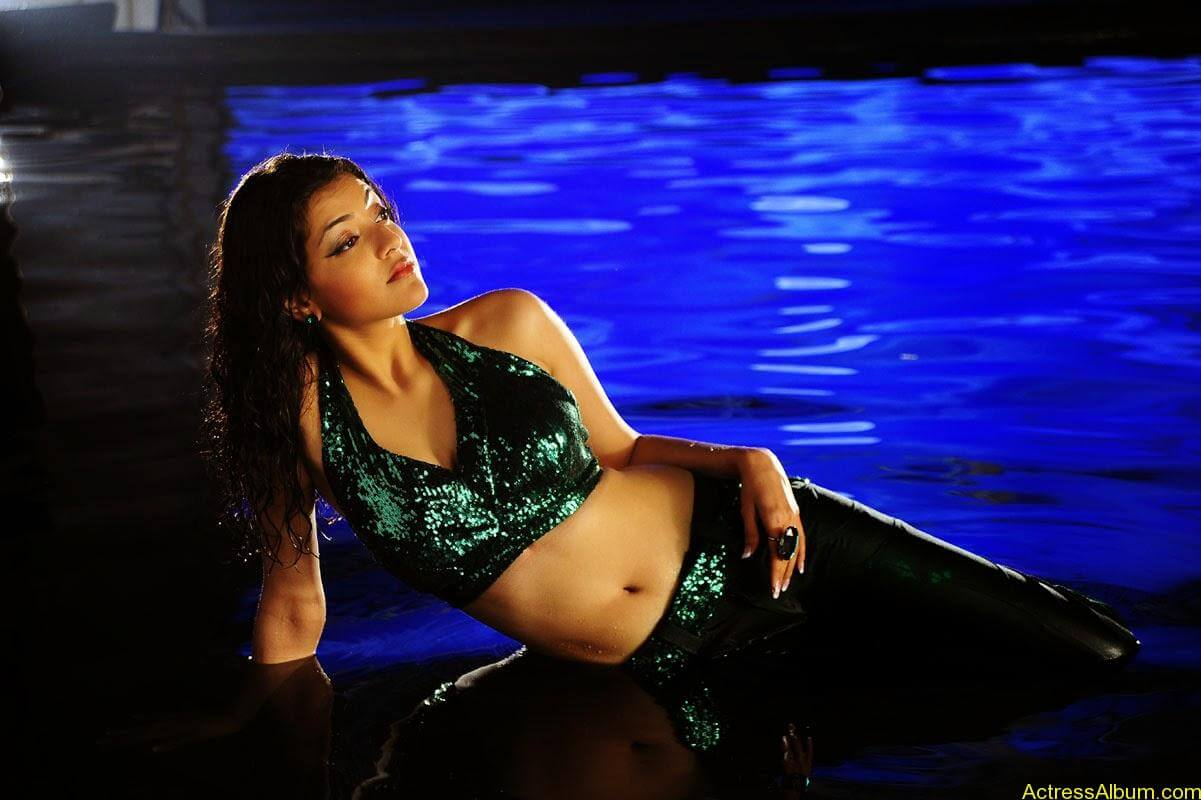 Kajal Agarwal Hot Navel Show In Green Wet Dress Pictures5