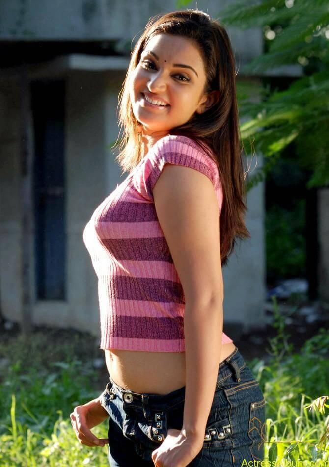 kantharvan-actress-Soundarya-stills-04