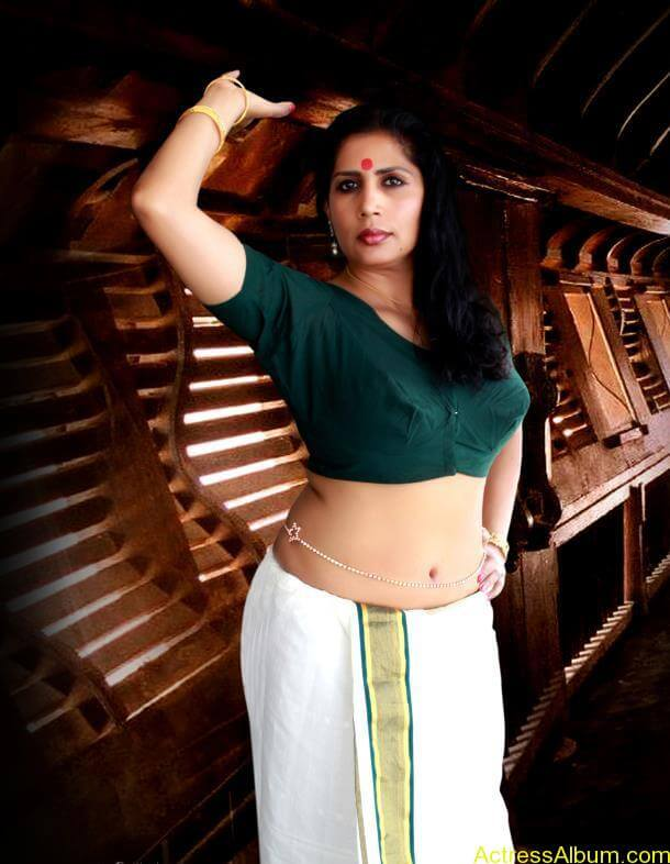 kerala model spicy mundu blouse photo