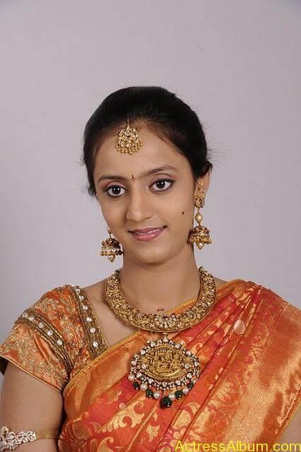 lakshmi_pranathi_saree_images_01