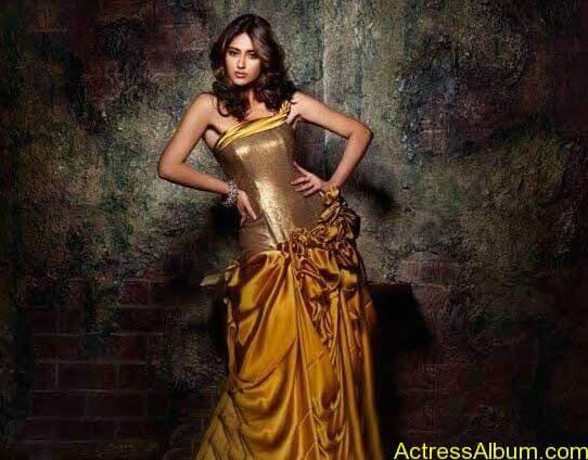 latest Ileana hot saree photoshoot latest stills (3)