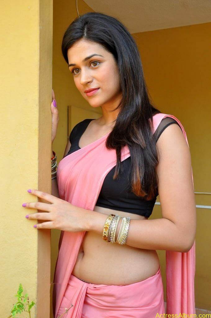 latest Shraddha das hot navel show in pink saree8