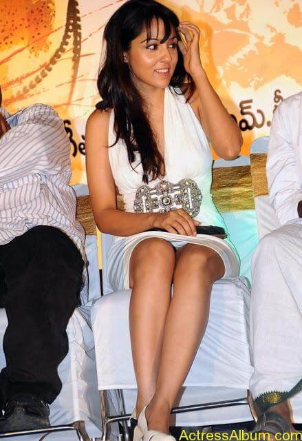 Lekha_Washington_White_Hot_Beauty_Stills6