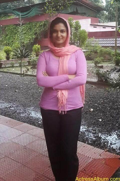 Malayalam Actress Honey Rose New Facebook Photos 4