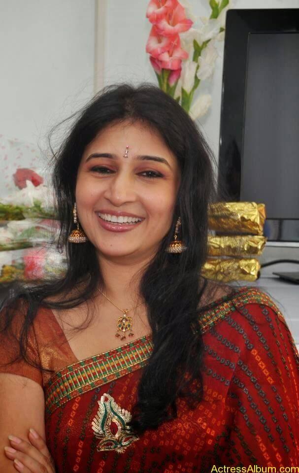Malayalam Serial Actress Neena Kurup In Saree Photos