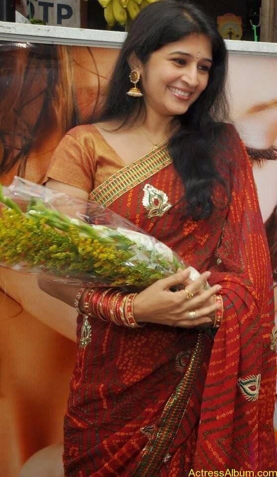 Malayalam Serial Actress Neena Kurup In Saree Photos2