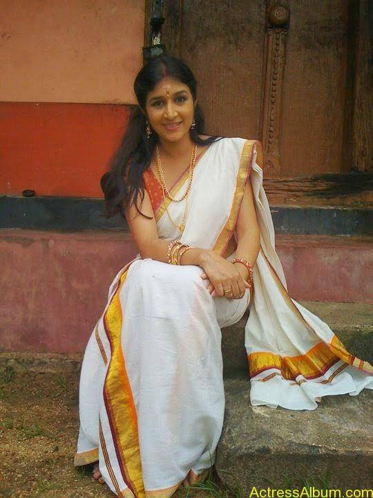 Malayalam Serial Actress Neena Kurup In Saree Photos3