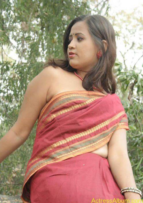 MALLU ACTRESS WITHOUT BLOUSE SEXY PHOTO COLLECTIONS3
