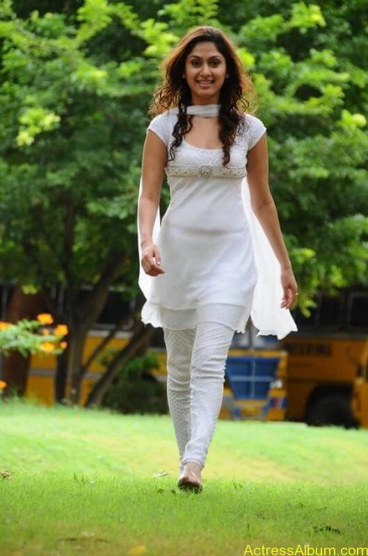 Manjari Fadnis In White Dress (2)