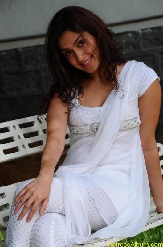 Manjari Fadnis In White Dress (4)