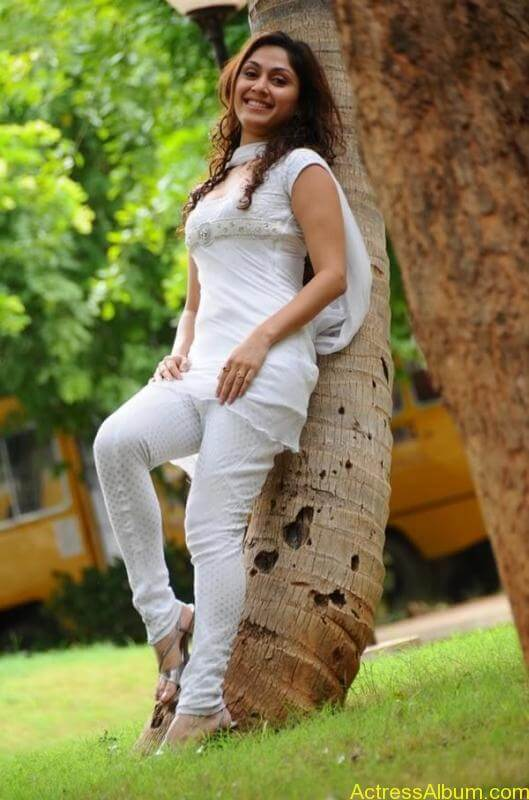 Manjari Fadnis In White Dress (5)