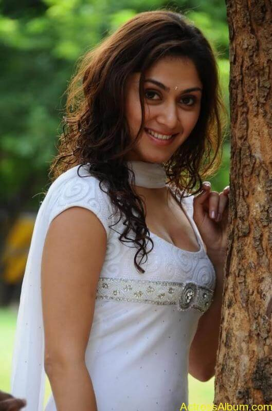 Manjari Fadnis In White Dress (6)
