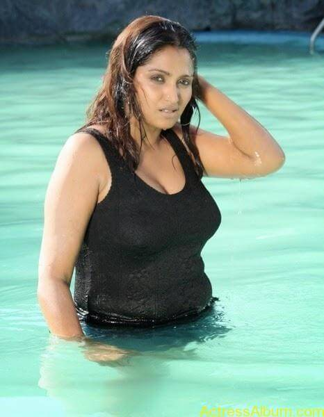 Masala Actress Bhuvaneswari Aunty In Wet Black Dress Photos 2