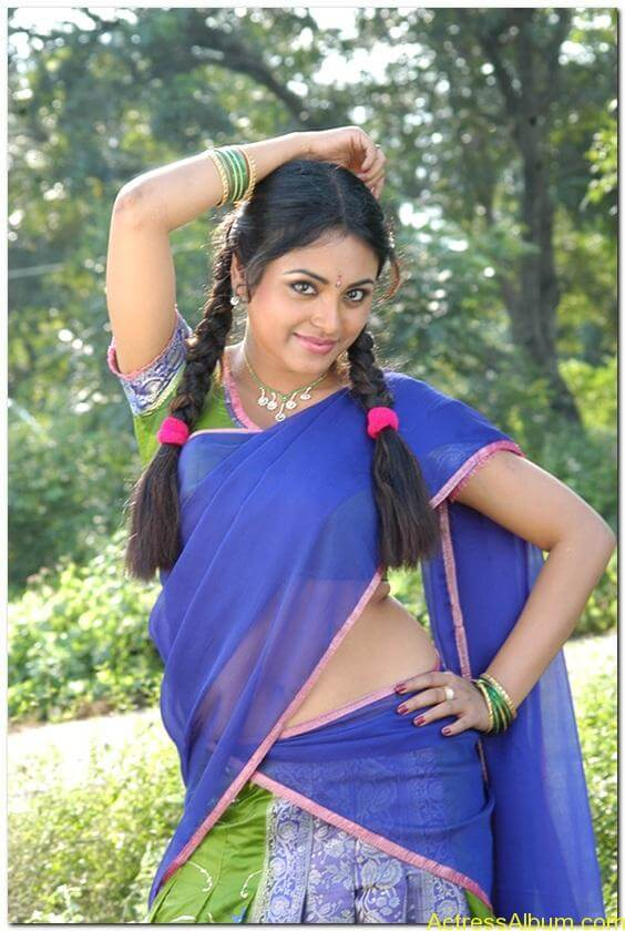 Meenakshi-latest-hot-stills(2)