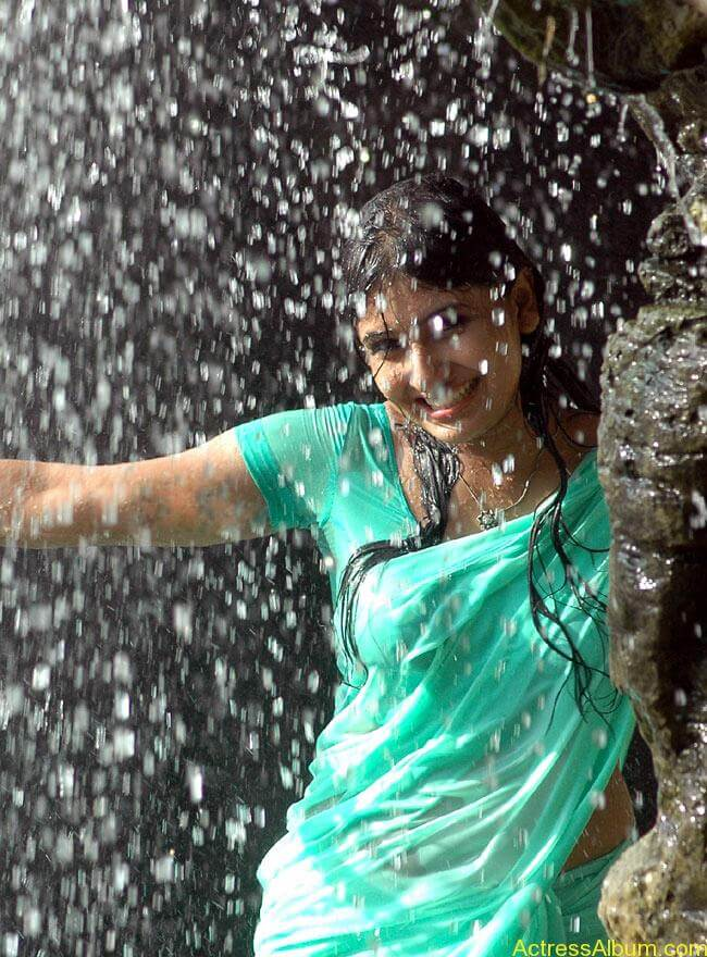 monica_hot_in_wet_saree