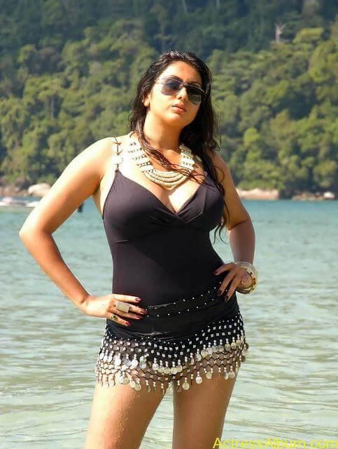 namitha_hot_bikini_photos-12