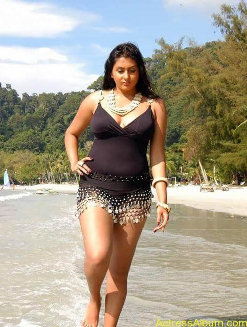 namitha_hot_bikini_photos-4