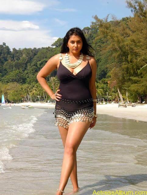 namitha_hot_bikini_photos-6