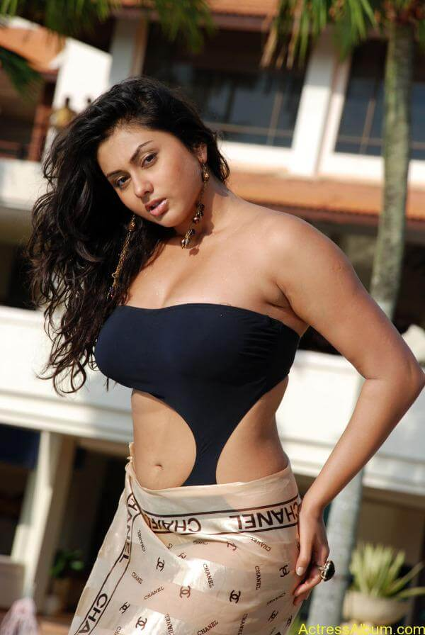 namitha_hot_bikini_photos_03