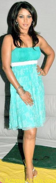 Neetu_Chandra_Cool_Pictures 1