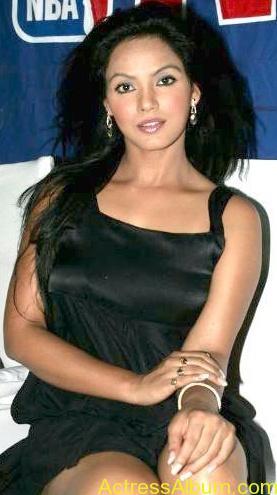 Neetu_Chandra_Hot_Black_Dress_ photos8