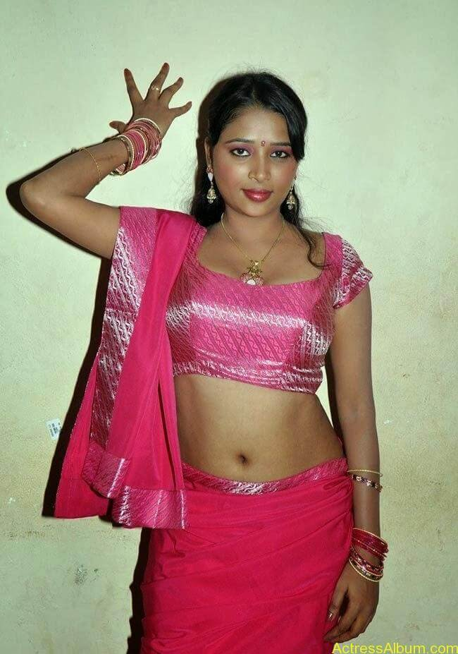 nijam_nizhalagirathu_movie_shooting_spot-photos-6_650Jothisha stills _22_