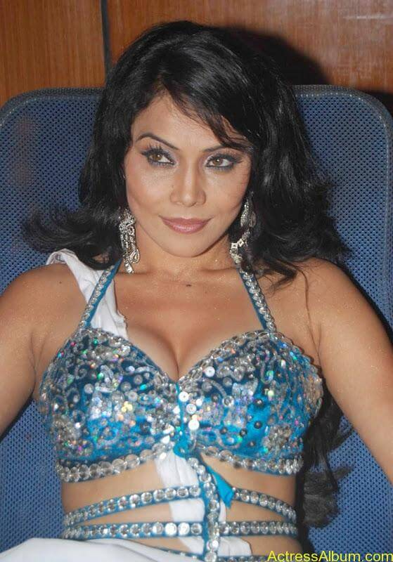Nikita Rawal hot boobs in bra