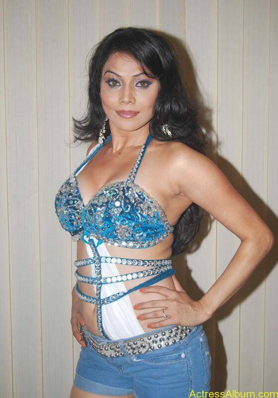 Nikita Rawal hot in blue bra