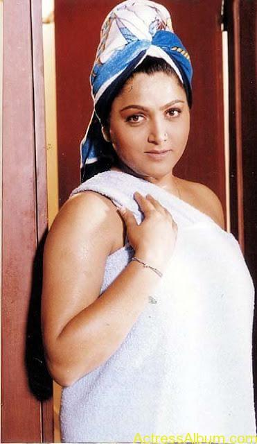 Old-Actress-Kushboo-Hot-and-Sexy-Photos-23