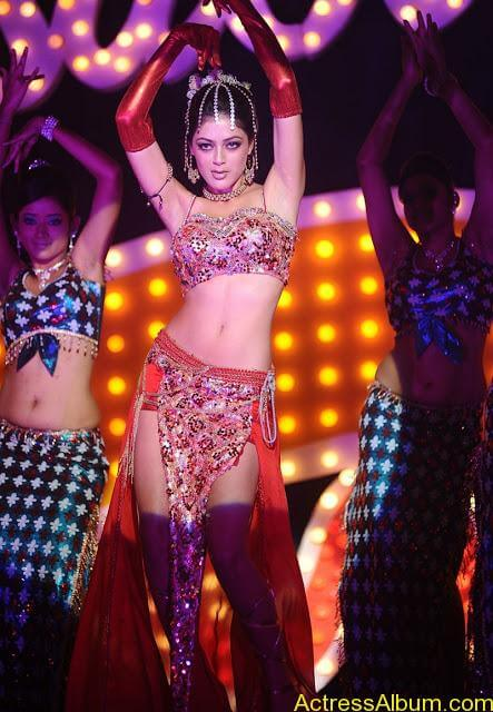 Parvathi Melton Exposing in Spicy Item Song 1